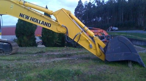 NEW HOLLAND E305EL